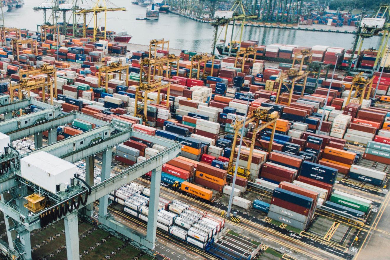 Accords commerciaux de l'UE: conservateurs et socialistes bloquent la prise en compte du social et de l'environnement