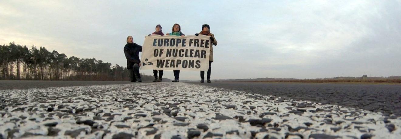 Action spectaculaire pour une Europe sans armes nucléaires