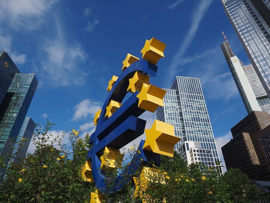euro-sculpture-euro-sign-artwork-frankfurt