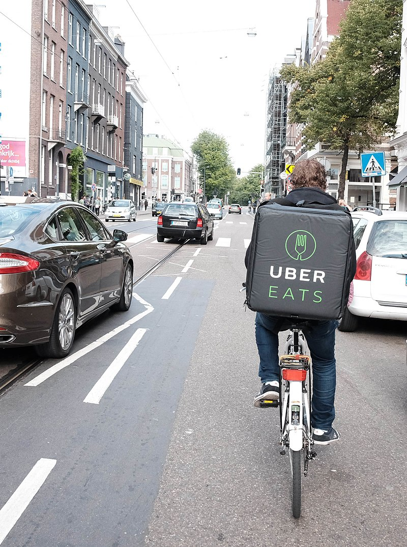 800px-UberEats_cyclist_in_Amsterdam